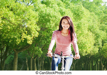 vrouw, jonge, fiets, muziek luisteren, paardrijden