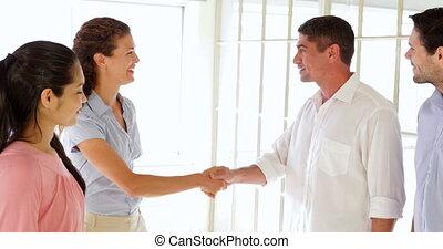 vrouw, jonge man, aantrekkelijk, verwelkoming