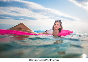 vrouw, jonge, mooi, het genieten van, strand, dag