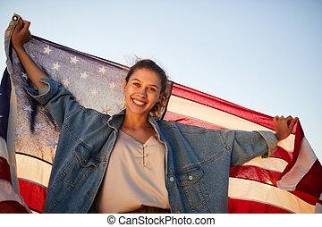 vrouw, jonge, ons vlag, vasthouden, opgewekte