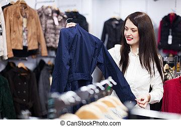 vrouw, kies, jas, op, winkel