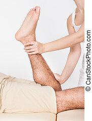 vrouw, masserende handen, man's, voet