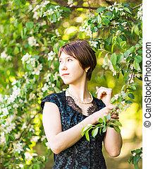 vrouw meisje, sensueel, nature., beauty, verticaal, buiten, bloeien, romantische, flowers., lady., lente, het genieten van, bomen., mooi