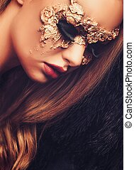 vrouw, met, creatief, kermis masker, op, haar, gezicht