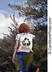 vrouw, met, recycling, slecht, in, natuur