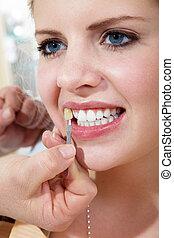 vrouw, met, schoonheidsmiddel, dentaal