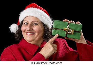 vrouw, middelbare leeftijd , verpakte, wijzende, cadeau, het glimlachen, kerstmis