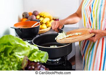 vrouw, moderne, jonge, het koken, keuken, haar