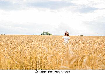 vrouw, natuur, kosteloos, herfst, field., meisje, het genieten van, vrolijke