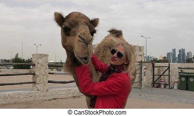 vrouw, omvat, kameel