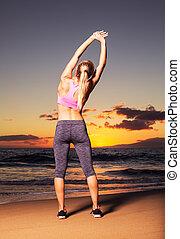 vrouw, ondergaande zon , stretching