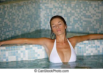 ontspannend vrouw naakt