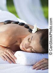 vrouw ontspannend, op, gezondheid spa, hebben, hete steen,...