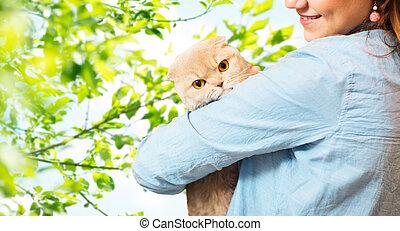 vrouw, op, boompje, kat, vouw, vasthouden, schots