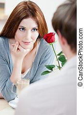vrouw, op, de, koffiehuis, met, scharlaken, roos
