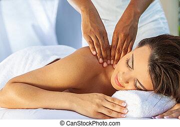 vrouw, op, gezondheid spa, hebben, relaxen, buiten, masseren