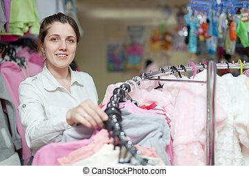 vrouw, op, klerenopslag