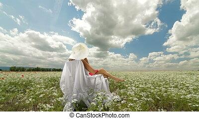 vrouw, op wit, akker, in, zomer
