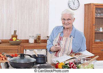 vrouw, oud, het koken