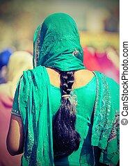 vrouw, ouderwetse , effect, langharige, groene, zwarte jurk