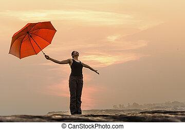 vrouw, paraplu, beauty, vrijheid, op, outdoor., hemel, kosteloos, nature., zon, meisje, het genieten van, concept., vrolijke