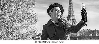 vrouw, parijs, boeiend, eiffel, dijk, toren, selfie