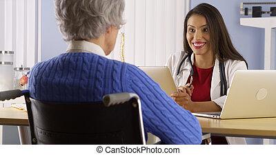 vrouw, patiënt, spaans, arts, bejaarden, klesten