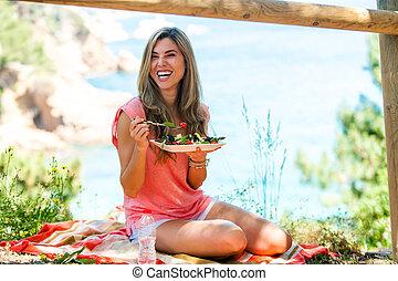 vrouw, picknick, gezonde , aantrekkelijk, outdoors., hebben