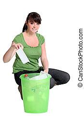 vrouw recyclage, plastic