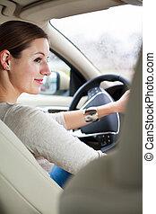 vrouw, rijden van een auto
