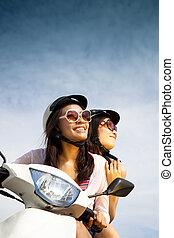 vrouw, scooter, zonnig, jonge, paardrijden, dag