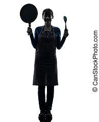 vrouw, silhouette, het koken, vasthouden, het glimlachen, pan