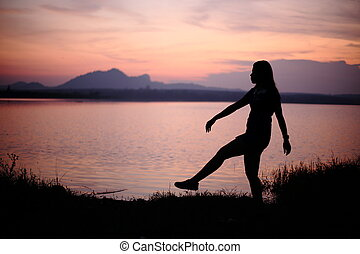 vrouw, silhouette, rivier