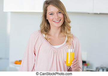 vrouw, sinaasappelsap, keuken