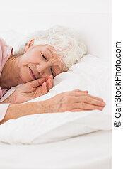vrouw, slapende, in bed