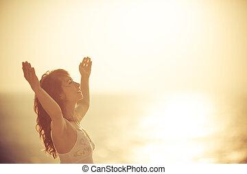 vrouw, strand, relaxen, vrolijke