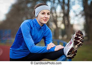 vrouw stretching, voor, jonge, uitvoeren, haar