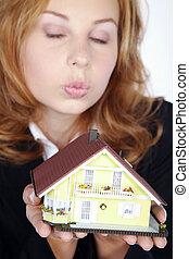 vrouw, thuis, verkopt