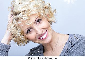 vrouw, van middelbare leeftijd, gezicht, mooi, het glimlachen, blonde