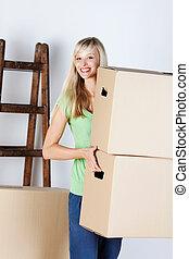 vrouw, verdragend, kartons, pakking
