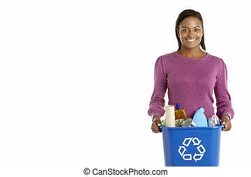 vrouw, verdragend, recyclerende bak