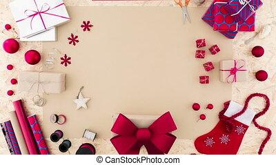 vrouw, verpakking, kerstmis stelt voor