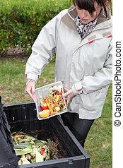 vrouw, vervaardiging, compost, van, oud, groentes