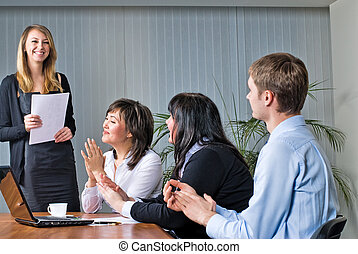 vrouw, vervaardiging, een, bedrijfspresentatie