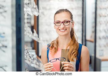 6b50cefcd4ca90 Vervelend oog opticien slijtage oogarts of bril Stockfoto Beelden ...