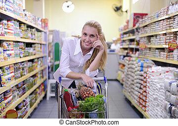 vrouw winkelen, in, de, supermarkt