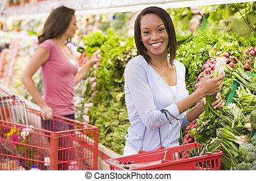 vrouw winkelen, in, produceren, gedeelte