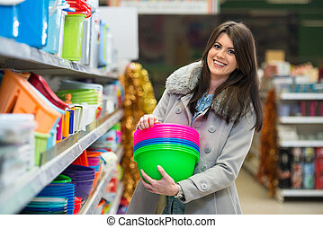 vrouw winkelen, in, supermarkt