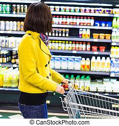 vrouw winkelen, jonge, supermarkt