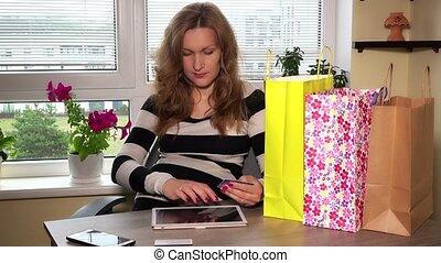 vrouw winkelen, tablet, zwangere , gebruik, online, thuis, vrolijke